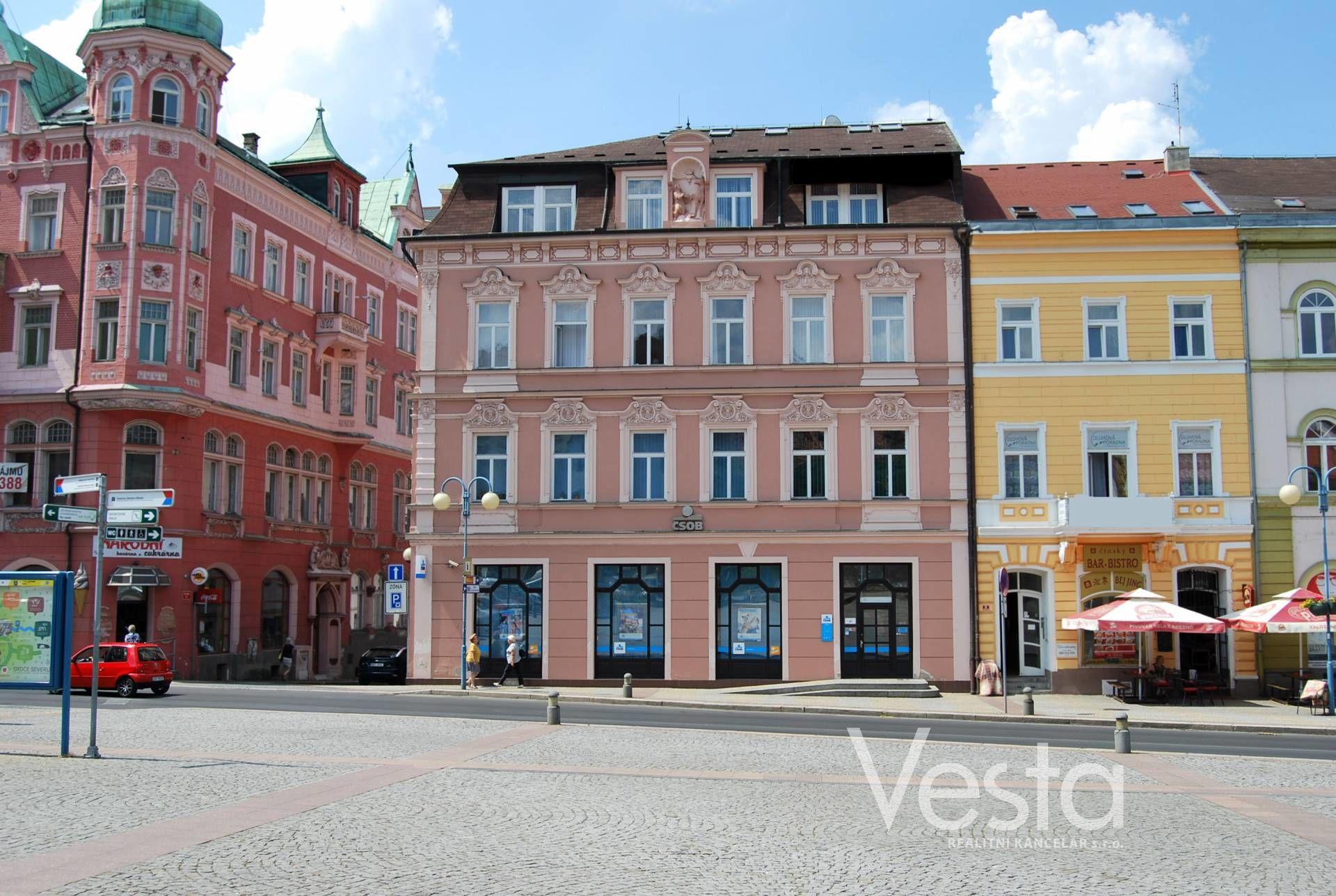 Komerční budova na Masarykově náměstí - Děčín