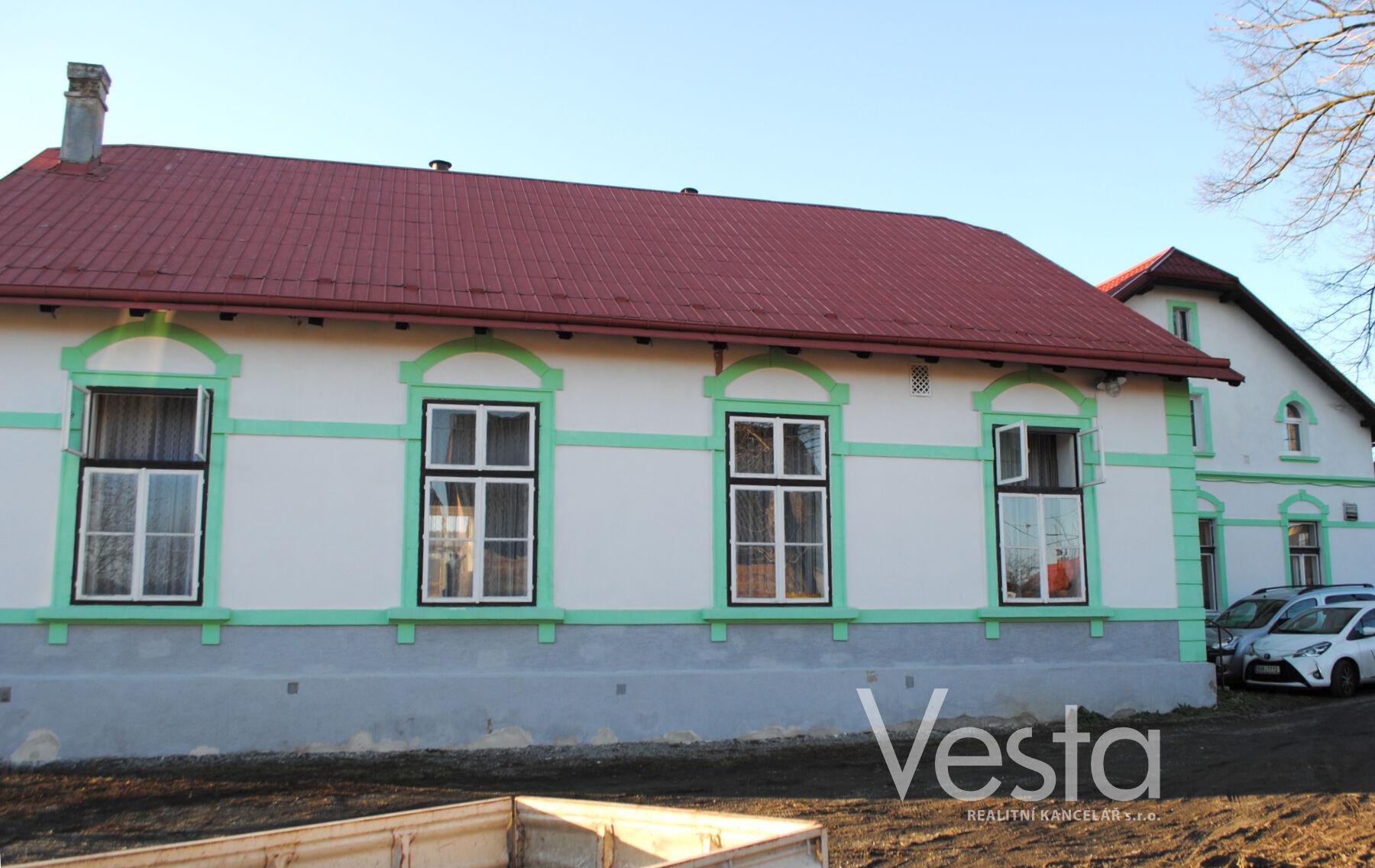 Vesnický dům s bytem 4+1,  hospodou a sálem